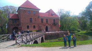 Zamek w Oporowie, most wjazdowy